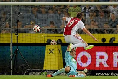 Hier gaat zijn tweede in het mandje, uit bij Sturm Graz. Belangrijk! © Pro Shots