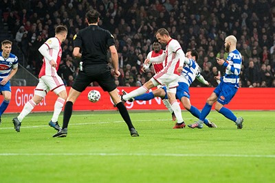 AMSTERDAM, 22-01-2020 JohanCruyff Arena , KNVB Beker,  Football season 2019 / 2020 .  Ajax player Siem de Jong scores the 1-0  during the match Ajax - Spakenburg