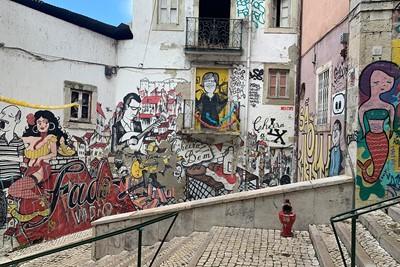 Wie zijweggetjes neemt, ontdekt de tofste graffitiwanden. © Ajax Life
