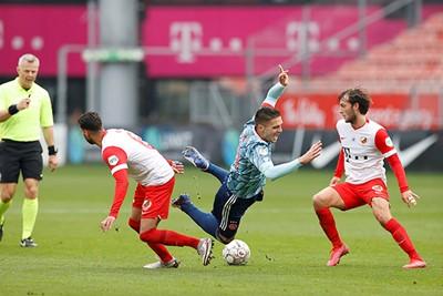 Ook dit keer struikelt Ajax in de Galgenwaard. Maar het staat op! © Pro Shots