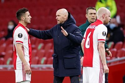 Ajax wankelt hier en daar en dus moeten klokken gelijk gezet worden. © Pro Shots