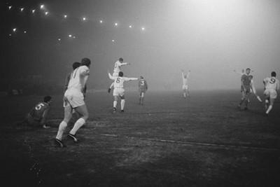 Waar is het feestje, nou hier in de mist is het feestje! © Ajax Images