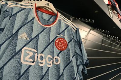 Terug naar het shirt. Beetje retro wel. © Ajax Life
