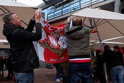 Met het vlagvertoon zat het zondag echt wel snor, hoor! © Björn Martens