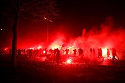Als we niet in het stadion mogen zijn, dan moet het maar zo! © De Brouwer