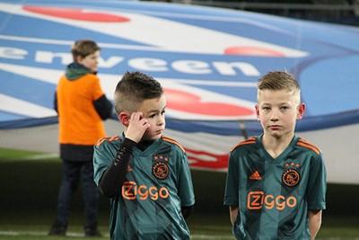 Hmm, de spelers mogen nu wel komen hoor... © Ajax Kids Club