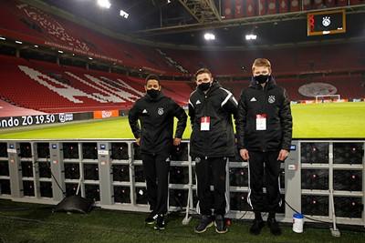 Onze ballenjongens van Ajax Jonge Schare natuurlijk wel! © De Brouwer