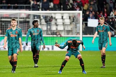 ALKMAAR, 15-12-2019 , AFAS Stadium, Dutch Football Eredivisie Season 2019 / 2020. AZ - Ajax 1-0 . Ajax players Joel Veltman and Dusan Tadic dejected after the lost game