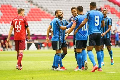 Ajax oogt sowieso fris. Labyad schiet zijn ploeg op 0-1. © Pro Shots
