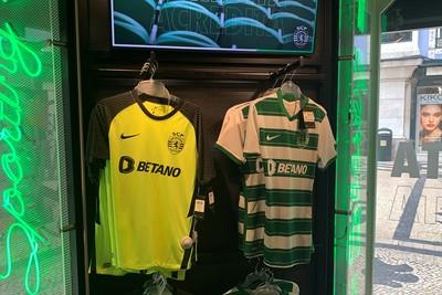 Je kunt wel raden met welk shirt Sporting aantreedt in Dortmund. © Ajax Life