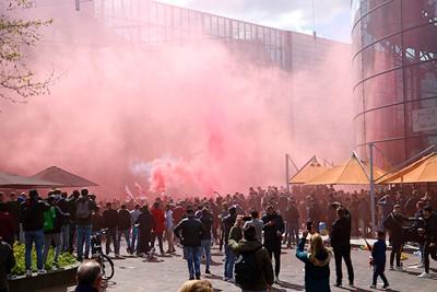 Amsterdam vaardigde geen noodverordening af naast het stadion. © De Brouwer