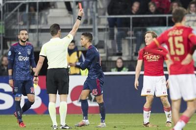 Kluivert bezorgt zijn tegenstander een uitglijder, letterlijk en figuurlijk