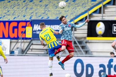 Nico komt doorgaans hoger dan zijn tegenstanders. Dat is niks nieuws! © Pro Shots