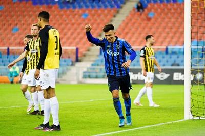 Martínez zorgt voor het slotakkoord. Ajax wint met 1-3! © Pro Shots