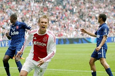 2010/11: Geweldig moment, maar dit shirt pruimen we niet zo lekker hoor... © AFC Ajax