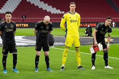 Ajax treedt aan in het zwart-goud. Iets met conflicterende kleuren waar wij niet zo veel van snappen. © Pro Shots