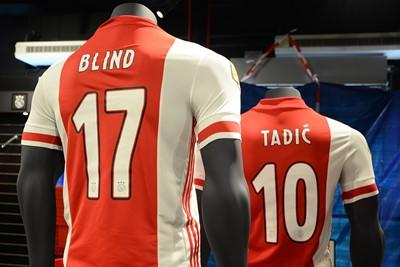 Aan de belettering en rugnummers is niks veranderd ten op zichte van vorig seizoen. © Ajax Life