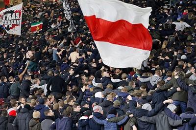 De eerste pogo van Ajaxjaar 2020 is een feit. Dat er nog maar vele mogen volgen! © De Brouwer