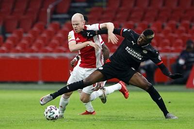 Het was een meeslepende Ajax - PSV, maar zonder echte opstootjes. © De Brouwer