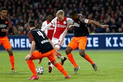 Het lukt niet om het duel te beslissen. Dat is tegen PSV spelen met vuur... © De Brouwer