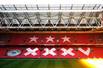 De laatste, thuis tegen VVV-Venlo. Ajaxsupporters versierden de JC Arena. © Pro Shots
