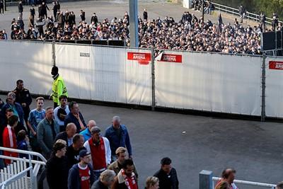 Supportersstromen worden netjes gescheiden. © De Brouwer