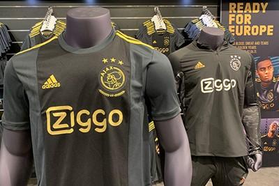 Antraciet, zwart en goud. Dat zijn de kleuren. © Ajax Life