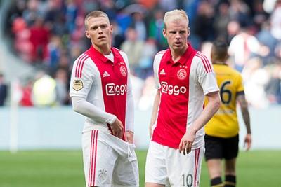 2014/15: Prima kraagje, maar die strepen op de zijkant blijven meh... © AFC Ajax