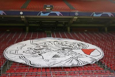 En dit is helaas het enige spoor van supporters... © De Brouwer