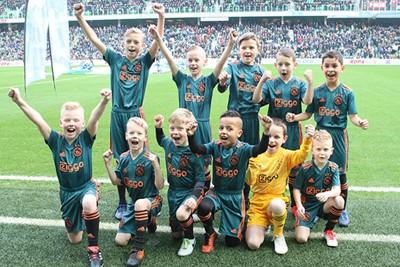Aan deze mascottes lag het zeker niet! © Ajax Kids Club