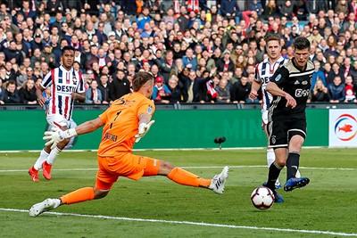 Bam, ook raak in de bekerfinale tegen Willem II. Lekkerrrrrr! © Pro Shots