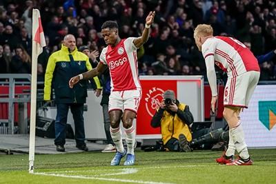 2019/20: In dit thuisshirt werd ineens subtiel wat zwart verwerkt... © AFC Ajax