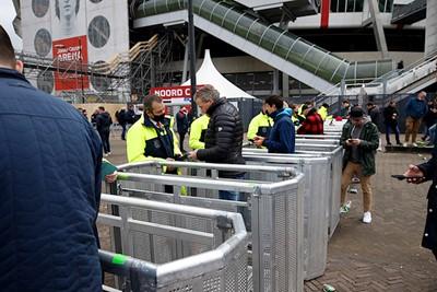 Negatief coronatestje laten checken en dan door het stadion in. Eindelijk! © De Brouwer