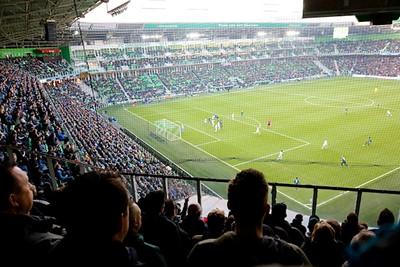 De marge van twee is voor Ajax aanleiding om eindelijk een beetje te voetballen. © De Brouwer