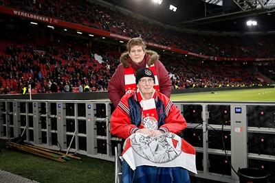 Dit is toch mooi, dat je Ajax - PSV met een beetje hulp nog kunt meepakken? © De Brouwer