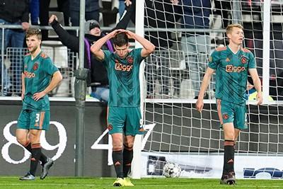 ALKMAAR, 15-12-2019 , AFAS Stadium, Dutch Football Eredivisie Season 2019 / 2020. AZ - Ajax 1-0 . Joel Veltman, Klaas Jan Huntelaar and Perr Schuurs dejected after the 1-0