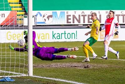 Ajax verprutst veel kansen voor rust en na rust is het direct kassa voor Fortuna... © Pro Shots