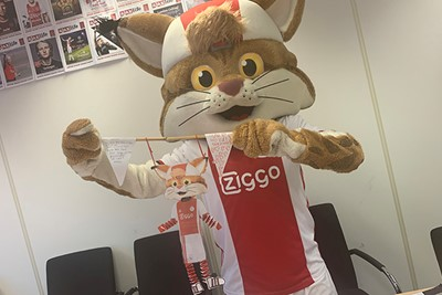 Lucky met muizentrappetjes als armen en benen. © Ajax Kids Club
