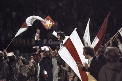 Weer feestend met Ajaxfans, nu in de Kuip, en een niet te verklaren LP... © SV Ajax / Guus de Jong