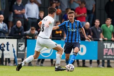 Jensen in actie, maar ook voor hem lijkt veel speeltijd bij Ajax 1 behoorlijk ver weg. © Pro Shots