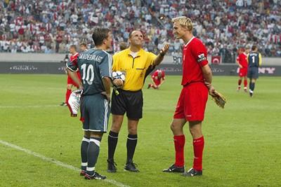 Een jonge Van der Vaart als captain bij de toss. © Ajax Images