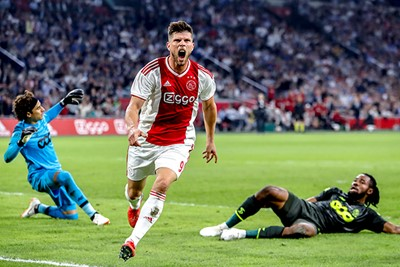 En ook tegen Standard Luik gaat de bal tegen de touwen! © Pro Shots