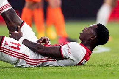 Het schiet er namelijk in en Ajax lijkt Promes weer een tijdje kwijt... © Pro Shots