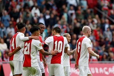 Ajax blijft juichen op het veld en dat doet ons goed. © De Brouwer