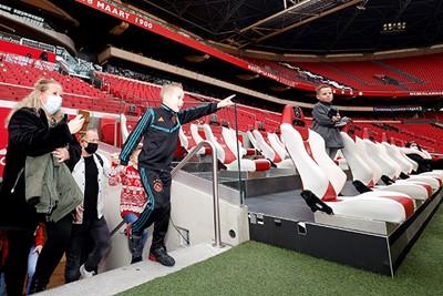Net als de spelers via de tunnel het veld op... Gaaf! © Pro Shots