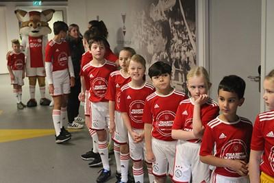 Het is flink geduld hebben, maar het duurt vast niet lang meer! © Ajax Kids Club