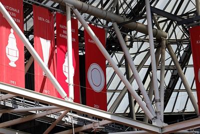 De banieren in het stadion zijn weer helemaal up-to-date! © De Brouwer