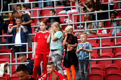 De jeugd heeft de toekomst. Op het veld en op de tribunes. © De Brouwer