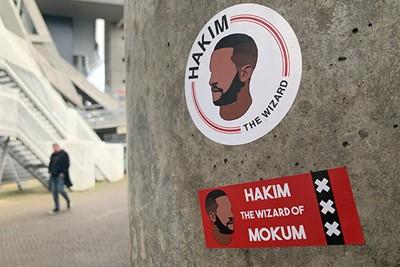 We zien steeds meer stickers van tovenaar Hakim. © Ajax Life