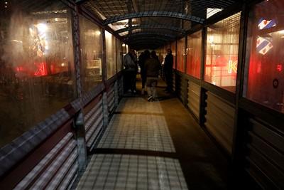 Geen tunnel, maar een loopburg. En vooral omdat het moet. © De Brouwer